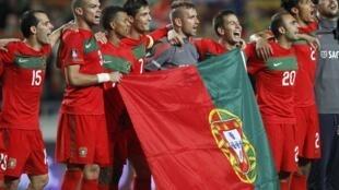 Jogadores portugueses comemoram classificação para a Eurocopa.