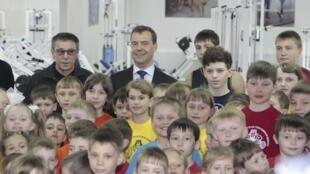Дмитрий Медведев среди учеников спортивной школы Иркутска 18/04/2011