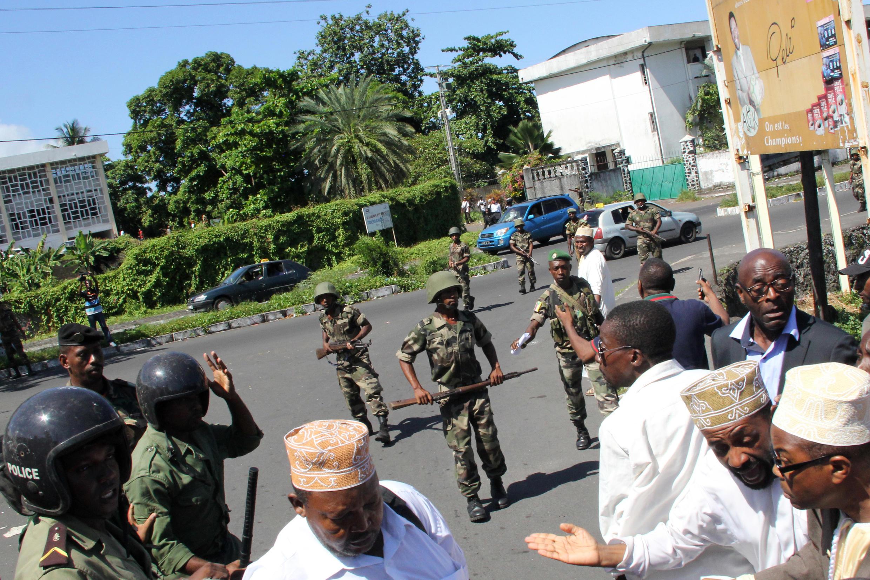 Les forces de l'ordre sont intervenues lors de la manifestation organisée par l'opposition à Moroni, le 27 février.