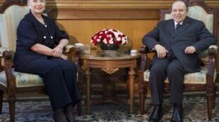 A secretária de Estado, Hillary Clinton, encontrou-se com o presidente argelino, Abdelaziz Bouteflika.