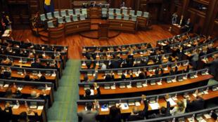 Le Parlement du Kosovo, après les élections législatives de décembre 2019. Si les députés ont été nouvellement élus, le gouvernement lui, n'a toujours pas été dévoilé.