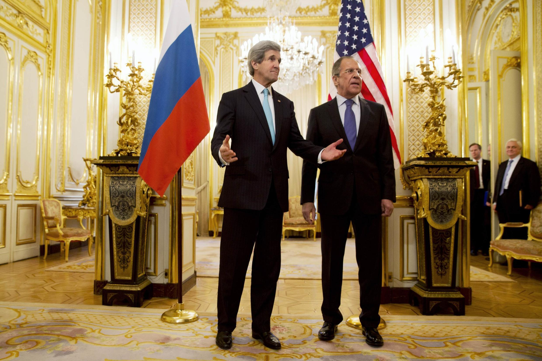 John Kerry et Sergueï Lavrov se sont rencontrés ce 30 mars 2014 à Paris, sans parvenir à s'entendre sur un accord de sortie de crise en Ukraine.