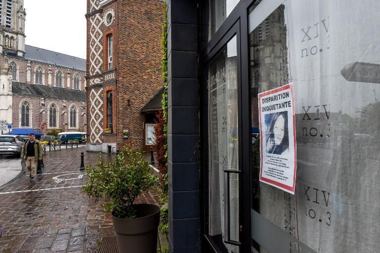 Une notice de signalement d'Angélique, sur la fenêtre de Wambrechies, près de Lille, le 29 avril.