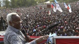 Edward Lowassa, waziri Mkuu wa zamani, mmoja wa viongozi wakuu wa chama cha Chadema waliokamatwa, katika kampeni ya uchaguzi wa urais mjini Kilosa, katika mkoa wa Morogoro, Oktoba 23, 2015.