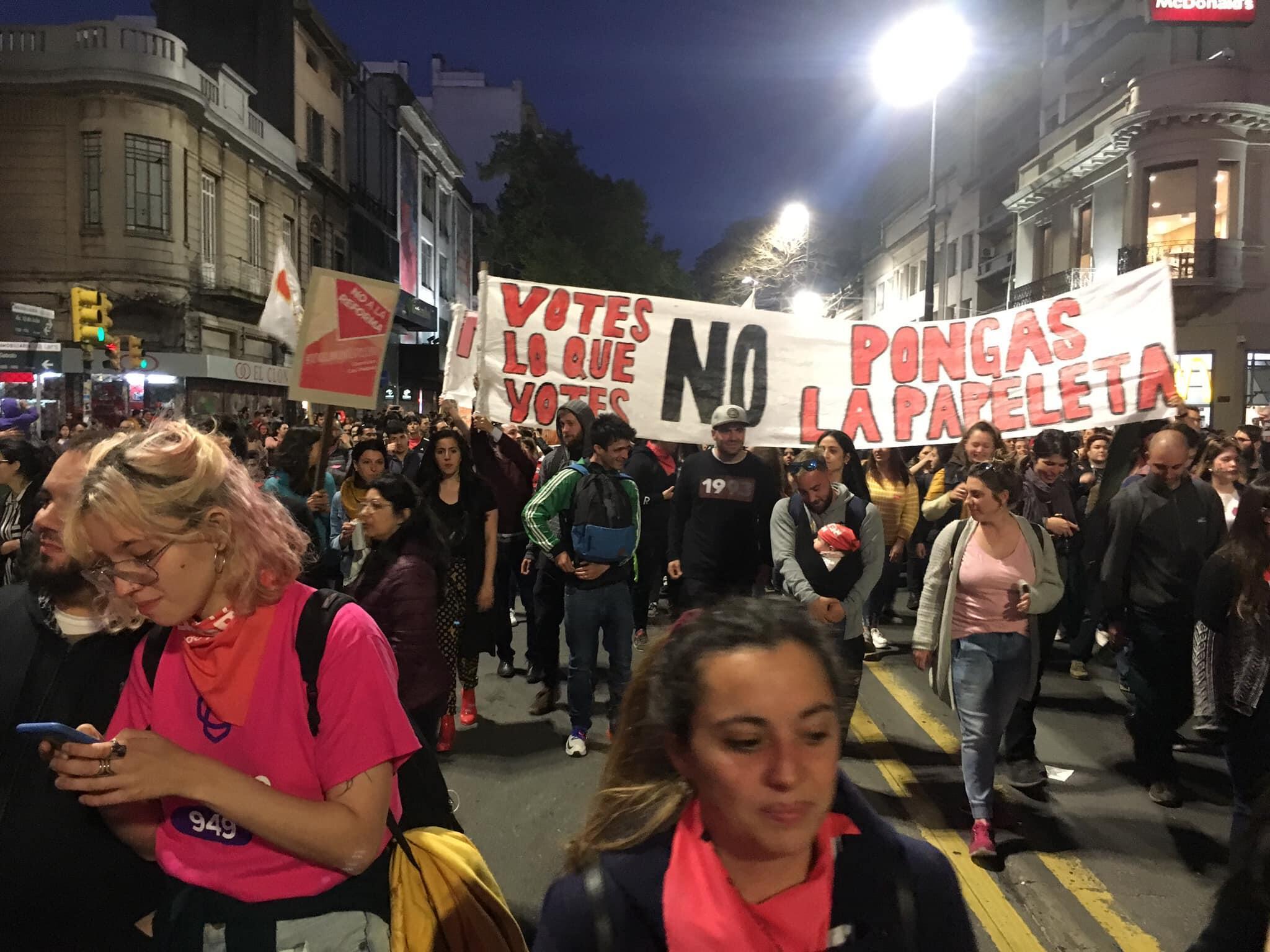 """Para los detractores de la reforma, """"la acción es no poner una papeleta"""", dijo Daniela Buquet, vocera de la articulación """"No a la reforma""""."""