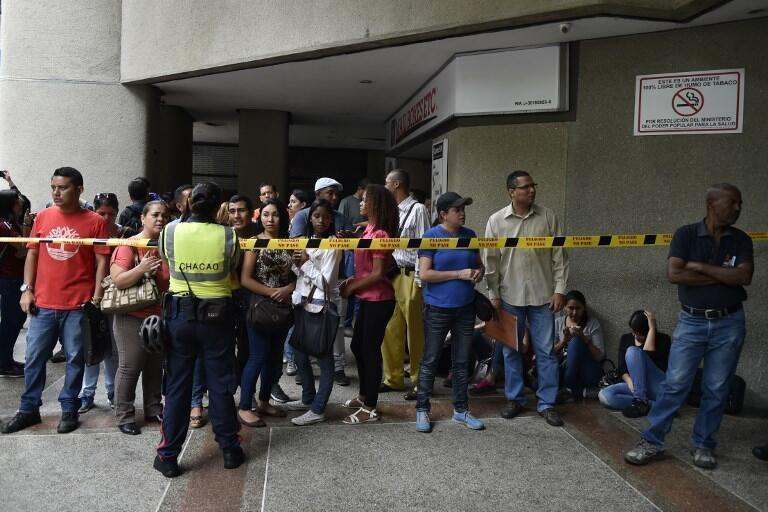 Dân Venezuela xếp hàng trước lãnh sự Chilê ở Caracas, ngày 16/04/2018