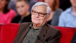 Le comédien spécialiste du doublage Roger Carel, sur le plateau de l'émission «Vivement Dimanche», en octobre 2012.
