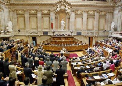 O governo português espera fazer economias gigantescas com planos de austeridade que preveem cortes e aumentam impostos.