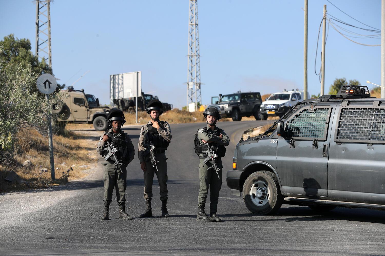 Des policiers israéliens près du lieu où a été retrouvé le corps du soldat israélien en Cisjordanie, le 8 août 2019.