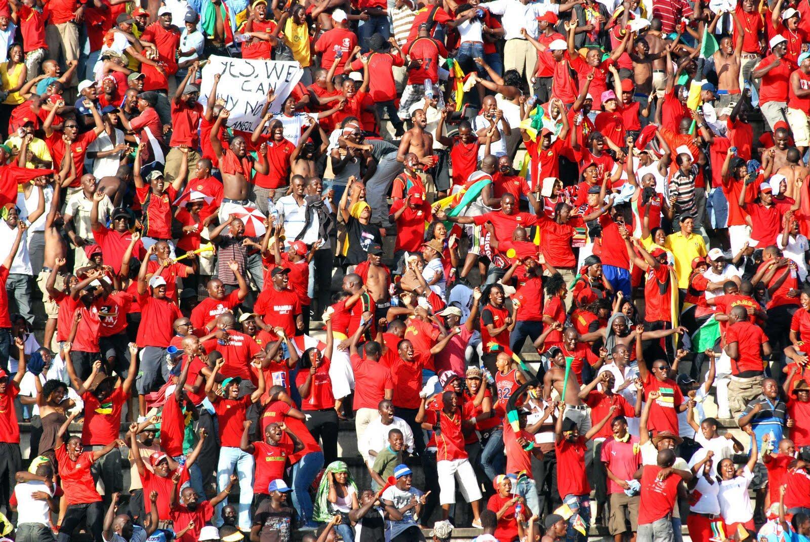 Adeptos dos Mambas, selecção de futebol moçambicana derrotada por Namíbia, a contar para CAN-2019