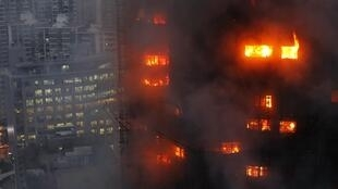 上海一座三十层高楼起火造成多人死亡(2010年十一月十五日)。