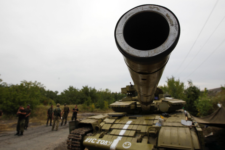 Tanques do exército ucraniano capturados pelos separatistas em Donetsk.