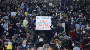 Manifestantes en las calles de Paris durante la jornada de protesta contra las violencias  de la policía y la Ley de Seguridad Global