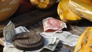 Cuba suspend les dépôts bancaires en dollars pour protéger son économie et faire face à l'embargo américain.