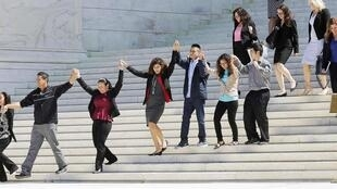Các nhà tranh đấu ủng hộ cải cách về nhập cư trước Tòa án tối cao. Washington, 23/06/2016.