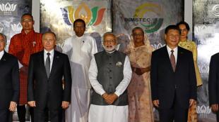 Les leaders des BRICS au sommet de Benaulim, en Inde, le 16 octobre 2016. De gauche à droite : le Brésilien Michel Temer, le Russe Vladimir Poutine, l'Indien Narendra Modi, le Chinois Xi-Jinping, le Sud-Africain Jacob Zuma. :