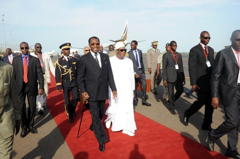 Malian President Ibrahim Baboucar Keita greets Chad's Idriss Déby (L) at Bamako airport