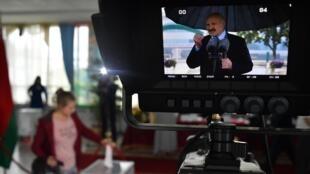 En Biélorussie, le président Loukachenko a invité des journalistes russes à couvrir ses déplacements pour remplacer les journalistes biélorusses qui ont été licenciés des médias d'État.
