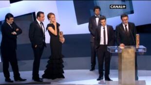 """El equipo de la película 'The Artist"""" en el escenario de los Cesar, 24 de febrero de 2012."""