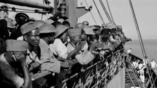 """""""Tirailleurs africain"""", farafin minnu ye diɲɛ kɛlɛjuguba filanan kɛlɛ kɛ, ni y'u ye Faransi kɔkɔji gun kan, août kalo tile 15, san 1944."""