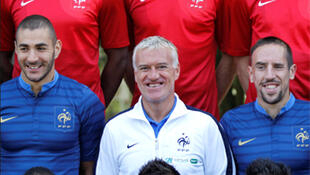 Didier Deschamps, entouré de Karim Benzema et Franck Ribéry.