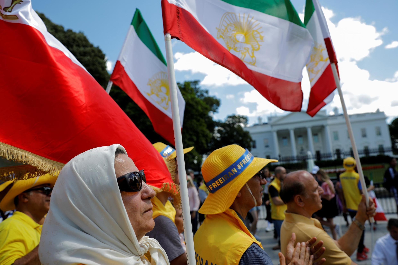 """Manifestantes durante un mítin de """"Levantamiento para el cambio de régimen de Irán"""",  en las afueras de la Casa Blanca en Washington, EE. UU., 21 de junio 2019."""