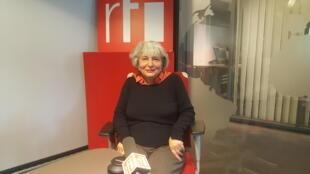 فرنگیس حبیبی در استودیو رادیو بینالمللی فرانسه