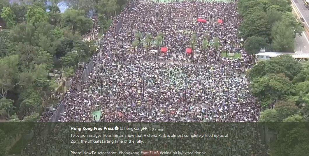 Image arrêtée du parc Victoria à Hong Kong sur le fil twitter de Hong Kong Free Press, le 18 août 2019.