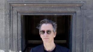 L'écrivain et chanteur Theo Hakola.