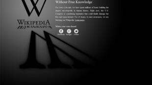 Enciclopédia online protesta contra o que considera uma censura na internet.