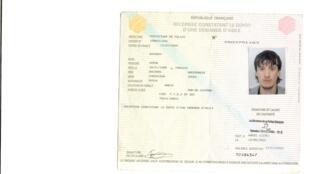 Удостоверение Префектуры французской полиции о подаче А. Башаевым прошения о политическом убежище