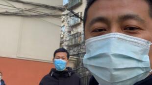中国维权律师任全牛2021年1月29日在郑州河南省司法厅门外。