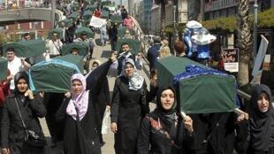Manifestation contre le régime de Bachar el-Assad à Izmir en Turquie, le samedi 7 avril 2012.