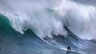O surfista brasileiro Eric de Sousa