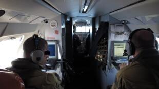 L'équipage du Falcon 50 de la marine française est composé de six personnes. En mission au large de la Libye, le 22 septembre 2016.