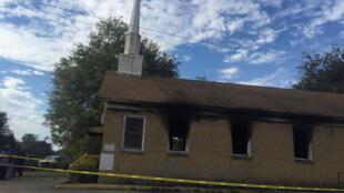 L'église baptiste de Hopewell, à Greenville, dans le Mississippi, le 2 novembre 2016, après avoir été incendiée et taguée.