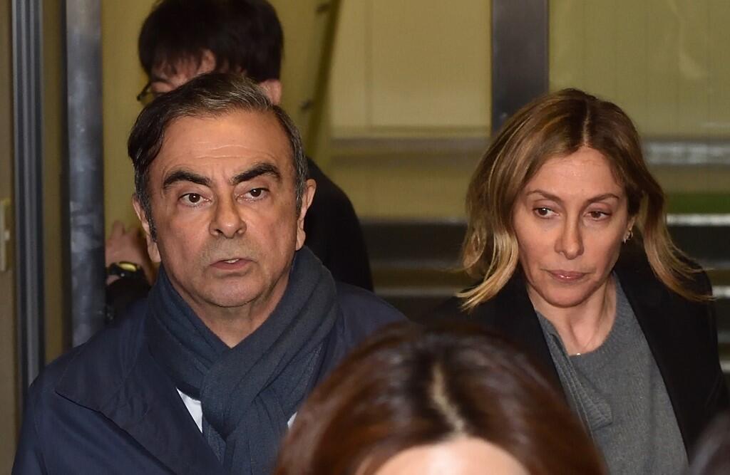 Foto de arquivo de abril de 2019 do ex-presidente da Nissan Carlos Ghosn e sua esposa Carole deixando o escritório de seu advogado em Tóquio.