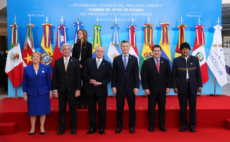 Foto oficial de los mandatarios presentes en la cumbre de Mercosur. Mendoza, Argentina, julio de 2017.