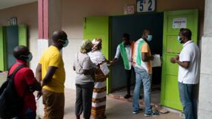 Un bureau de vote à Abidjan, le 31 octobre 2020.