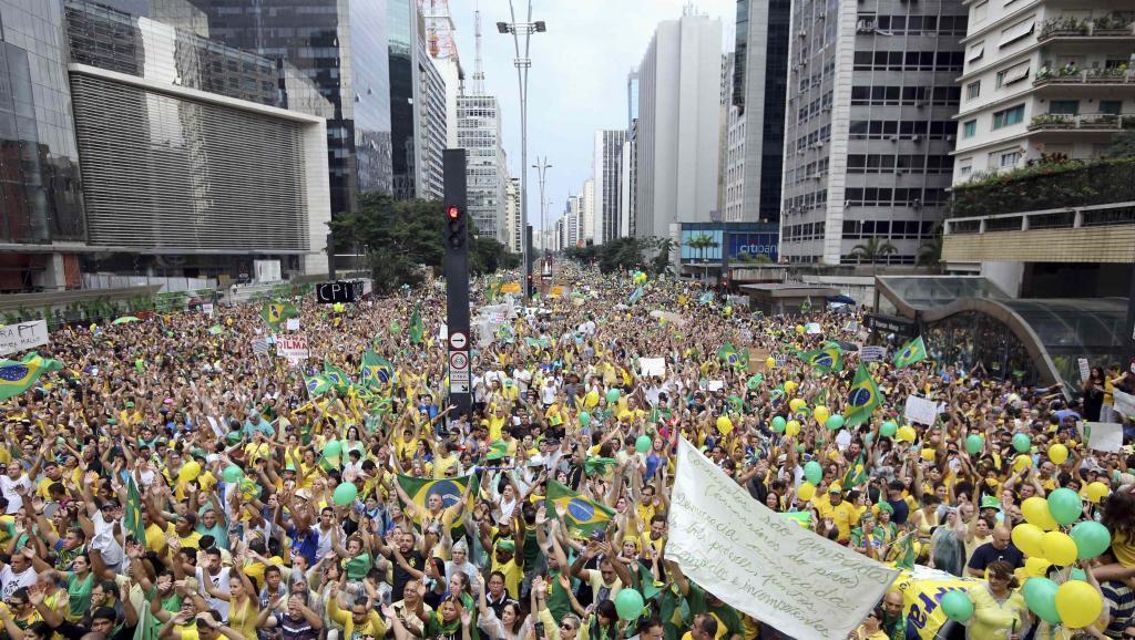 Raia milioni 1.5wa Brazili wakiandamana mjini Sao Palo, wakikemea kashfa ya Petrobras na kupinga siasa ya rais Dilma Rousseff.