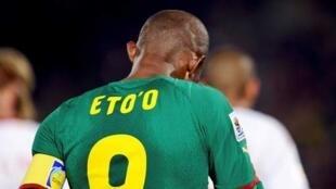 Samuel Eto'o suspendu 15 matches par sa Fédération.