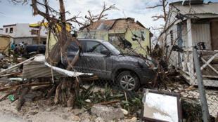 Dégâts causés sur l'île franco-néerlandaise de Saint-Martin lors du passage de l'ouragan Irma, le 7 septembre 2017.