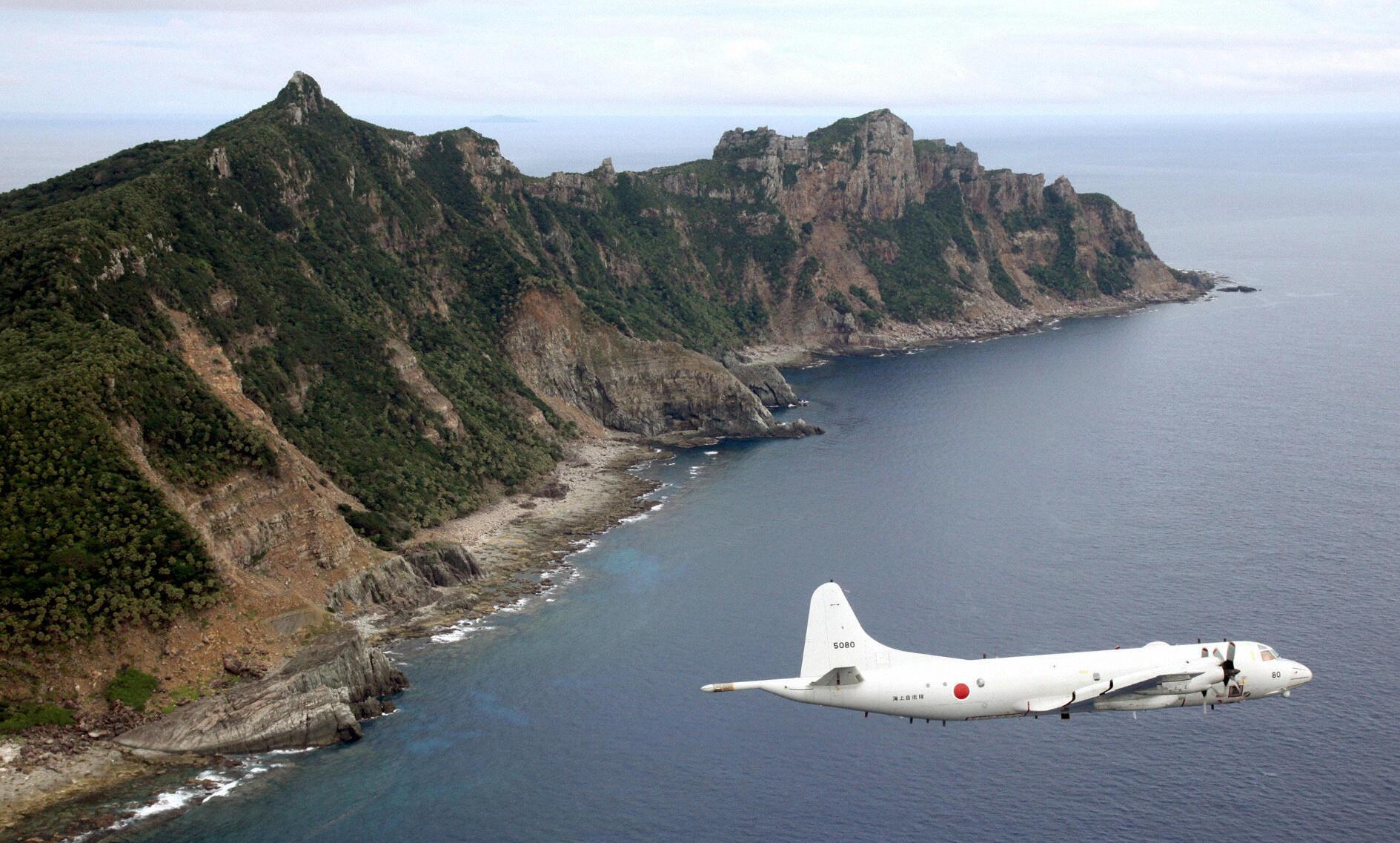 Avião japones sobrevoa as ilhas de Senkaku disputadas pela China e pelo Japão.