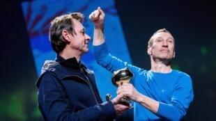 Eric Lambé (g) et Philippe de Pierpont, lauréats du Fauve d'or d'Angoulême pour «Paysage après la bataille».