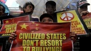 Người dân Philippines biểu tình phản đối Trung Quốc.