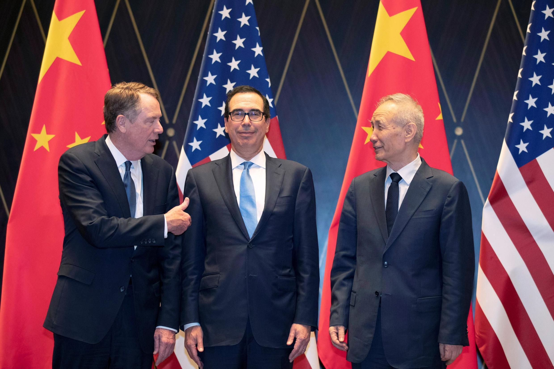 美國貿易代表萊特希特、財長姆努欽和中國副總理劉鶴在上海西郊會議中心 2019年7月31日