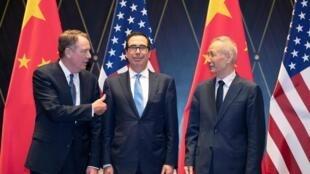 美国贸易代表莱特希特、财长姆努钦和中国副总理刘鹤在上海西郊会议中心 2019年7月31日