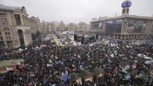Утро 8 декабря 2013 на Евромайдане в Киеве.