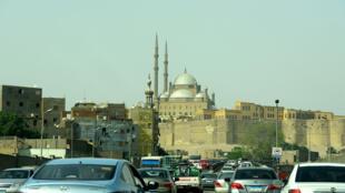 Des voitures longent la Citadelle de Saladin, au Caire, le 27 avril 2017.