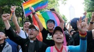شادی حامیان تساوی حقوق شهروندان، پس از تصویب قانون ازدواج همجنسگرایان در مجلس تایوان-جمعه هفدهم ماه می